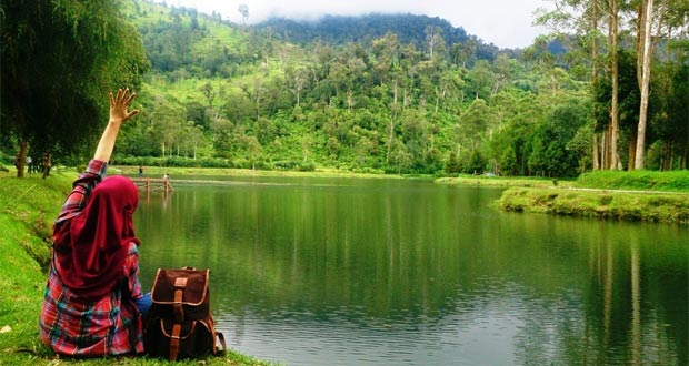 25 Tempat Wisata Alam Di Bandung Yang Menarik Dan Keren